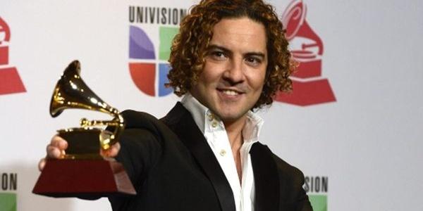 El cantante almeriense sigue sumando premios Grammy ahora en 2012