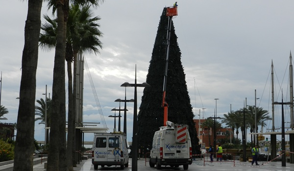 Colocación de la iluminación y de la decoración navideñas en las localidades de la provincia