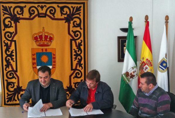 Firma del contrato entre Ayuntamiento y Jarquil Verde