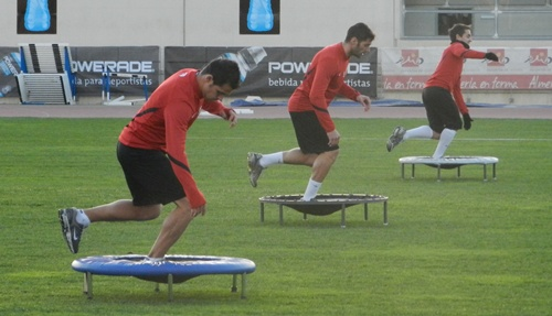 Primera sesión de la UD Almería tras la Navidad dedicada a la faceta física