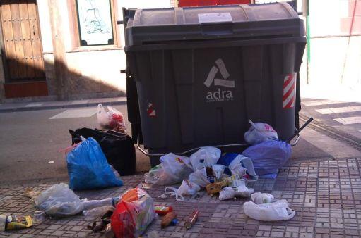 Una patrulla de Policía Local de paisano interpone más de 200 multas en Adra por conductas incívicas