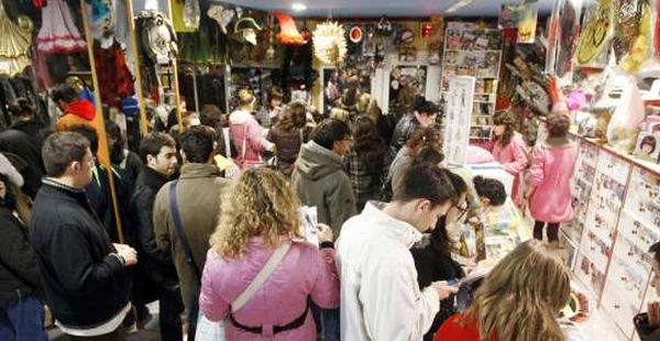 Consumo pide la retirada de siete artículos de carnaval e intensifica el control de disfraces y máscaras en Almería