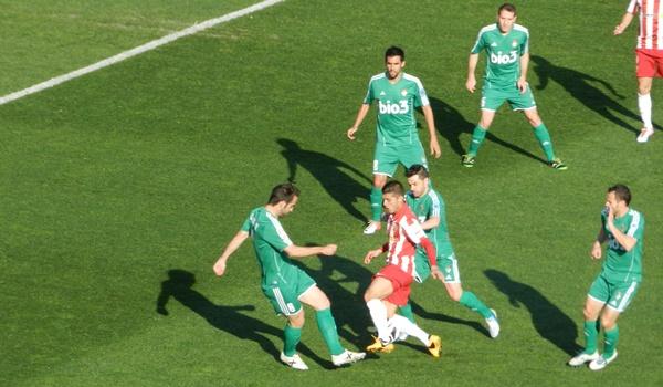 La UD Almería golea en Liga Adelante con el jugador de la Premier League