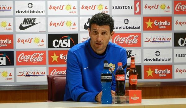 El entrenador del Almería visita La Alcarria después de golear al Sabadell