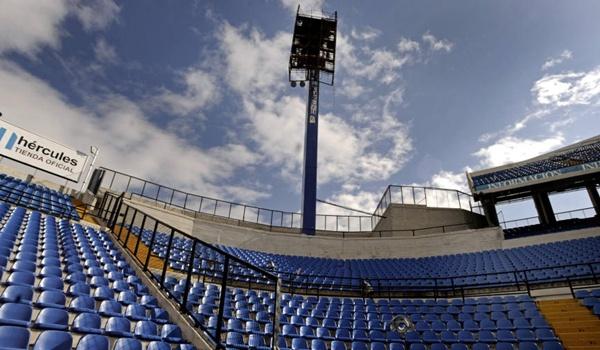 El Hércules recibirá al Almería a pesar de la torre caída foto de Rafa Molina publicada en laverdad.es