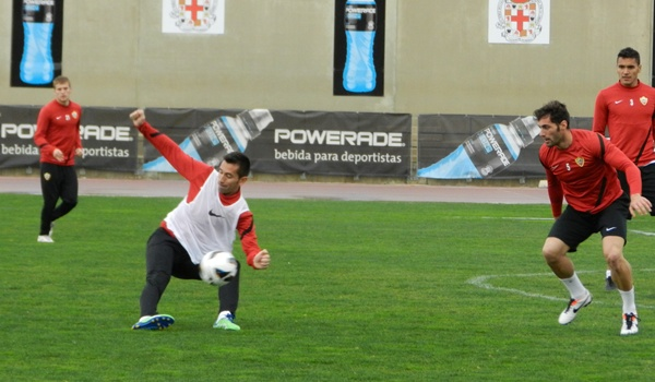 El Almería recibirá a Las Palmas con el hispano brasileño lanzado como pichichi de la Liga Adelante