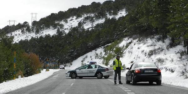 La Benemérita velando por la seguiridad en el puerto de Sierra Nevada en la Alpujarra