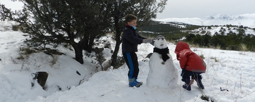 Sierra Nevada llena de nieve y público entre Almería y Granada