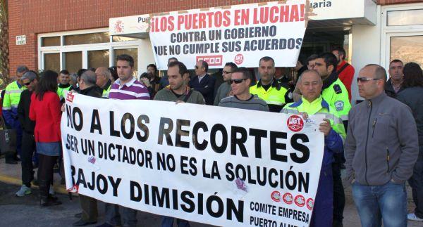 Nuevas protestas de la plantilla del puerto de almer a for Convenio colectivo oficinas y despachos almeria