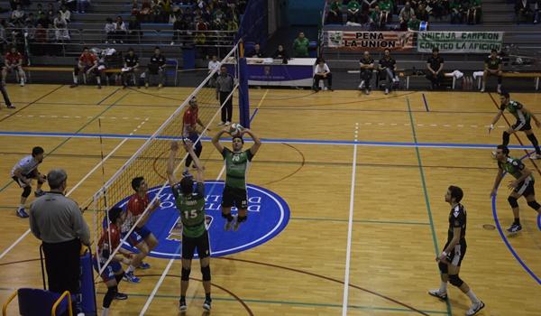 Unicaja Almería toma la delantera hacia la final de la liga de voleibol