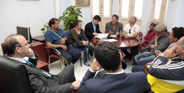 Reunión vecinos Almendros cortes Endesa