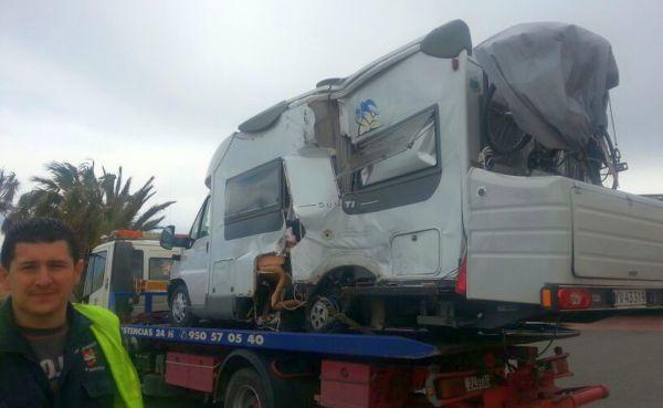 Aparatoso accidente caravana