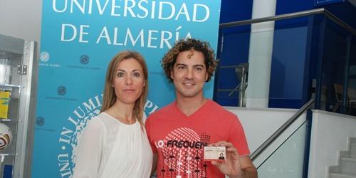 La Universidad de Almería hace Socio de Honor al cantante de Almería