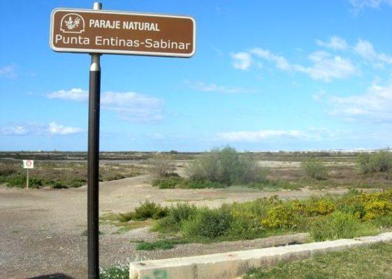 Las 1.960 hectáreas de Punta Entinas-Sabinar, en una exposición en el Casino de Dalías