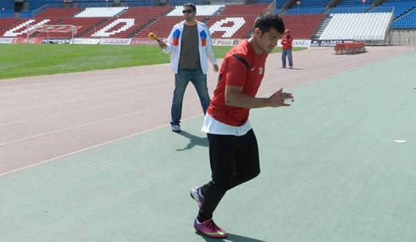 Jugador de la UD Almería antes de visitar al Mirandés en Liga Adelante