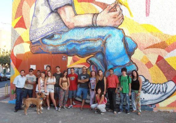 Muralismo y arte urbano en el huerto solidario de retama for Arte colectivo mural