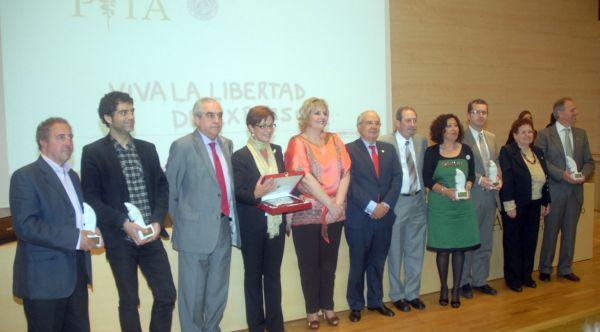 Foto de familia de los premiados.- Foto J.J. MULLOR