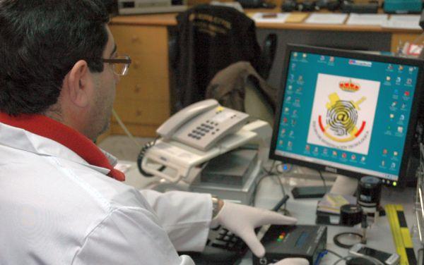 Detenido un vecino de Chirivel tras gastar 1.704 euros con una tarjeta de crédito de otro