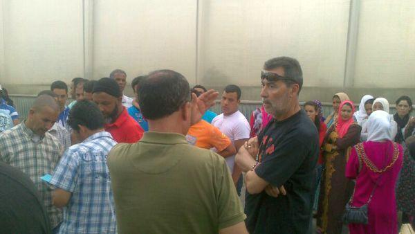Los 120 trabajadores abandonados por el empresario agrícola piden la intervención de la Junta