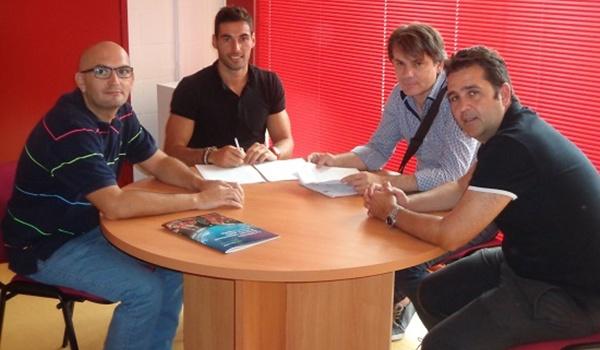 El defensa nació en Madrid y lleva muchos años en Almería, ahora en Primera