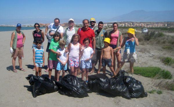 Voluntarios limpieza almerimar