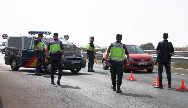 Detenidos en un control en Almería tras robar una moto de un garaje