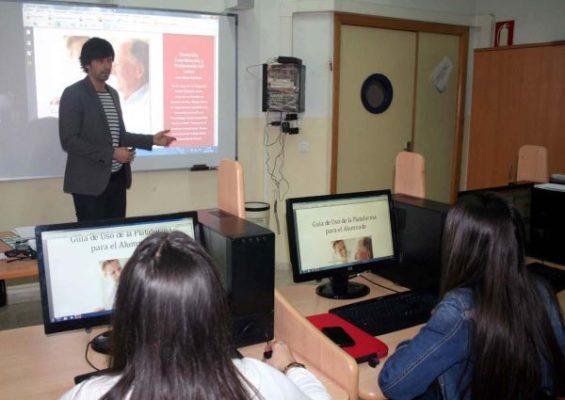 Alumnos Trabajo Social con profesor Jesús Muyor