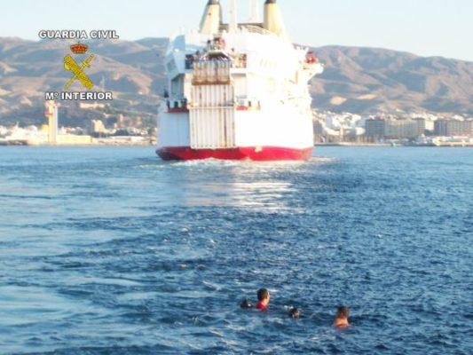 Polizones y ferry de nador