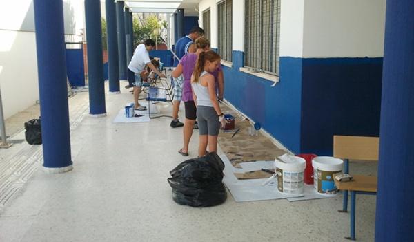 Labores de pintura del IES Turaniana de la localidad de la provincia de Almería