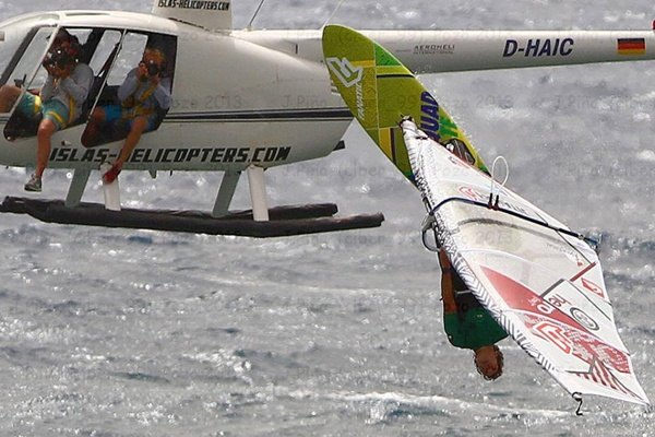 Below the Surface es un documental sobre el campeón del mundo de windsurf