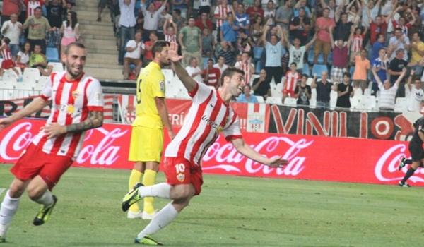 El Almería logra dos goles obra de su delantero en el estreno en Liga BBVA