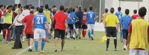 Fútbol con pelea en San Pedro del Pinatar