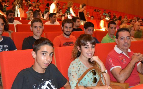 Alumnos acto de bienvenida Escuela Politécnica y Facultad de Experimentales