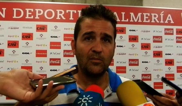 El director deportivo del Almería explica la crisis
