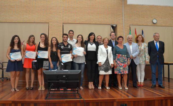 Foto familia premiados Facultad Educacion