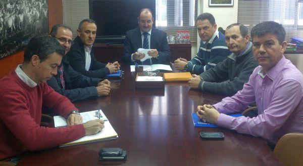 Grupo de Comuneros con el Delegado de Agricultura