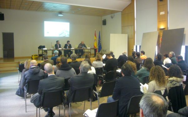 Santiago-Alfonso-y-Valentin-Tijeras_Presentacion-Grupo-Cosentino