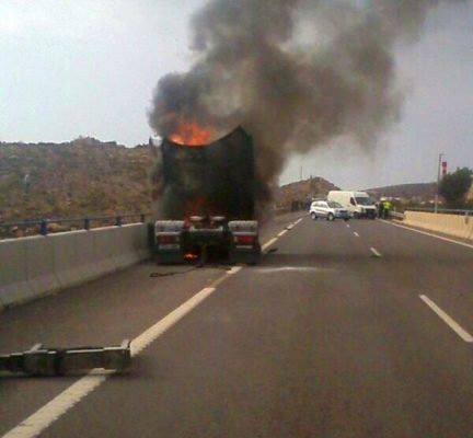 camión ardiendo a-7