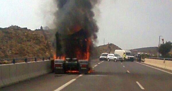 camión ardiendo