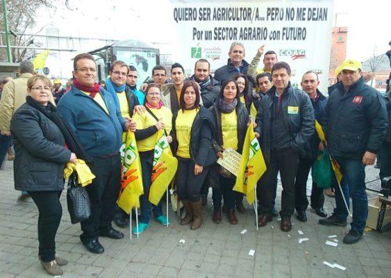 Miembros de COAG Almería en la movilización de Jóvenes Agricultores en Madrid 150113