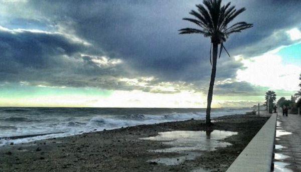 Playa de Costacabana, tras el temporal