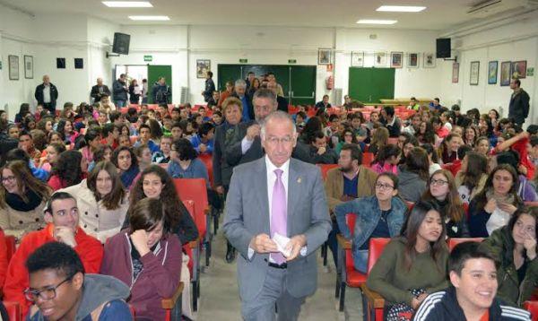 El presidente de la Diputación, en un IES de Albox
