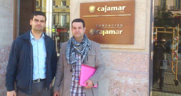 Emiliano Domene con el escrito de petición a Cajamar