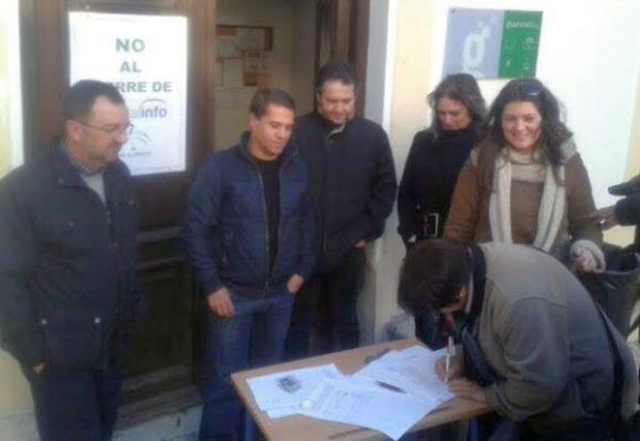 Firmas contra el cierre del Centro Guadalinfo