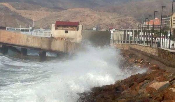 Almería, en aviso amarillo por olas de hasta tres metros