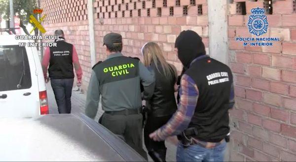 Una de las personas detenidas por la Guardia Civil y la Policía Nacional