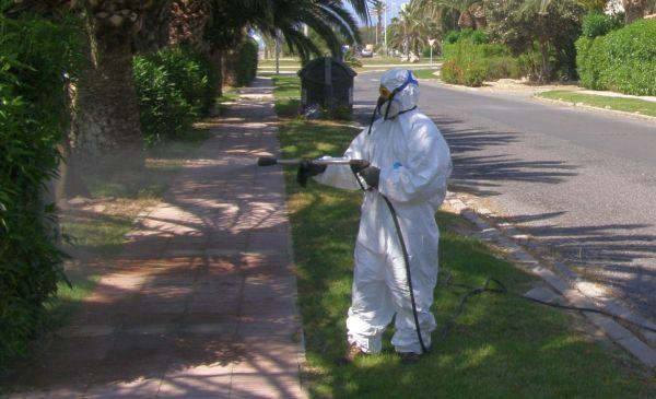 El Ayuntamiento de El Ejido intensifica la batalla contra los mosquitos en Almerimar