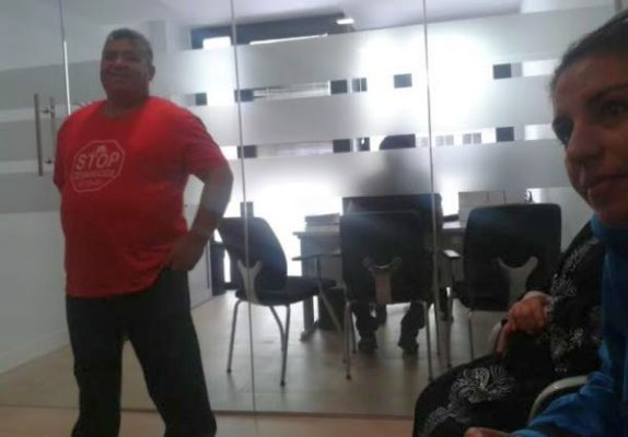 Stop desahucios de el ejido ocupa las oficinas de for Oficinas balearia