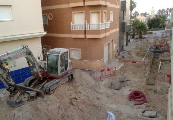 Obras en la calle del Faro, en el Puerto de Roquetas