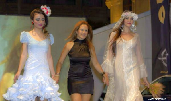 Lucía Sorroche, segunda generación, en un pase de moda flamenca
